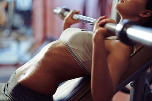 woman-lifting-weights-gym